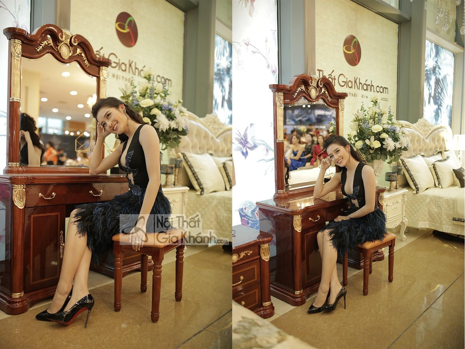 Bàn trang điểm gỗ màu nâu kết hợp ghế ngồi êm ái BD509