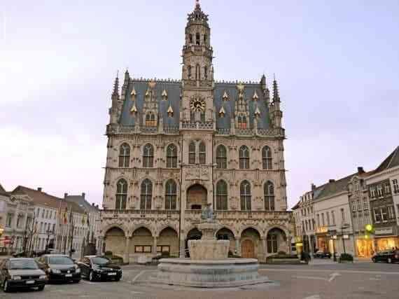 Những công trình kiến trúc Gothic nổi tiếng toàn thế giới - Tòa thị chính Oudenaarde