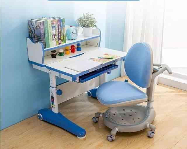 Các mẫu bàn học cho bé 3 tuổi đạt chuẩn và bền đẹp (2)