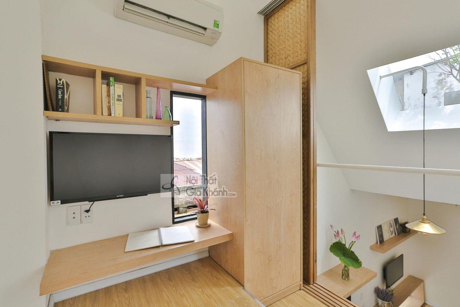 Kệ tivi được thiết kế với các ngăn chứa đồ, khóa kéo, lại có thể gấp gọn