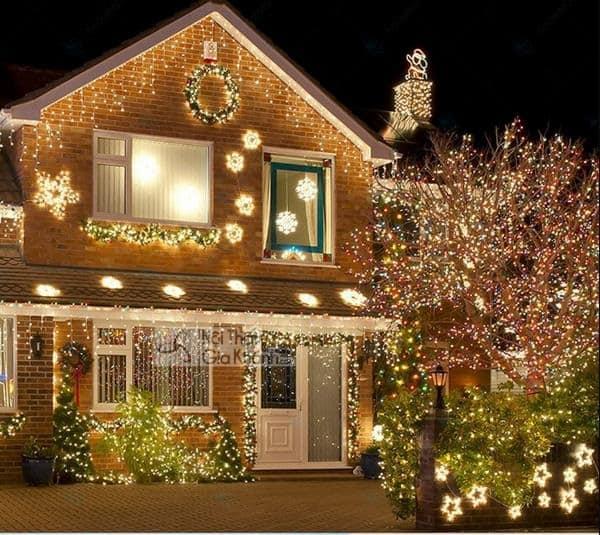 Trang Hoàng Vườn Nhà Bằng Đèn Trang Trí Noel