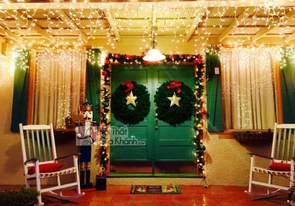 Đèn Trang Trí Noel Ở Cửa Nhà