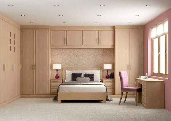Phòng ngủ kết hợp giường cùng với tủ quần áo lớn