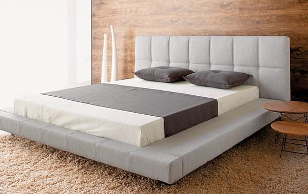 Giường thấp có 2 lớp đệm êm ái